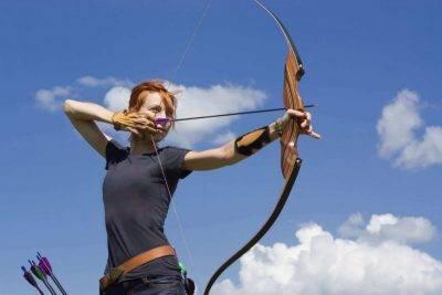 Почему лук может идти в стрелку, что делать и можно ли их обрывать?