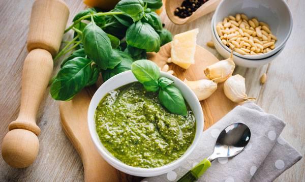 Соус из базилика: универсальная паста для мяса, рыбы и овощей
