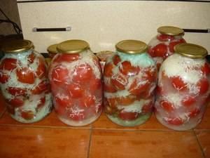 Топ 3 рецепта приготовления пикантных помидор на зиму
