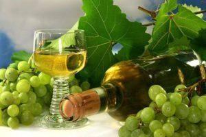 4 простых рецепта, как сделать вино из ягод в домашних условиях