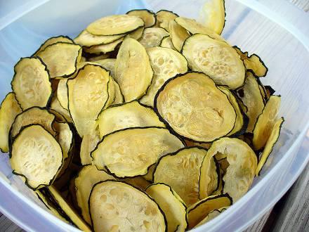 Как быстро приготовить сырые маринованные кабачки за 2 часа: 5 пикантных рецептов