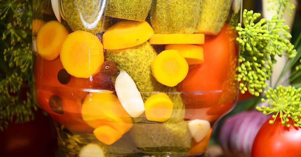 ТОП 10 рецептов ассорти из огурцов и помидоров на зиму