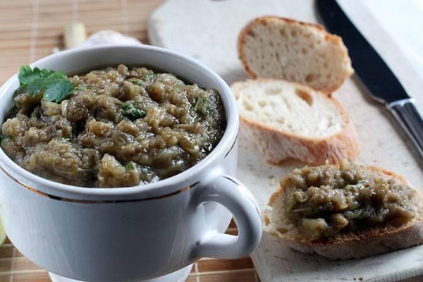 ТОП 3 рецепта приготовления баклажанов с перцем и помидорами на зиму