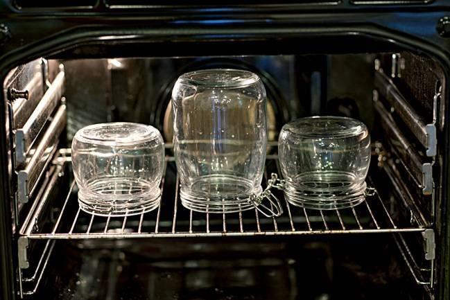 Стерилизация банок с заготовками, пастеризация в духовке