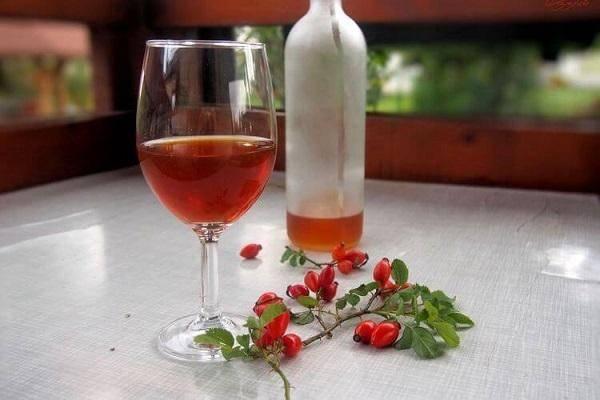 9 простых пошаговых рецептов, как сделать вино из красной смородины в домашних условиях