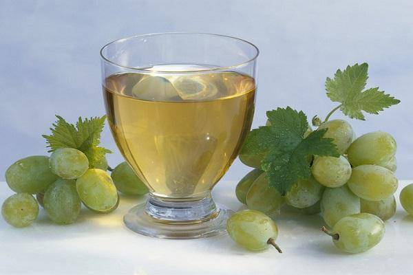 Уксусное скисание вина: причины, симптомы и лечение