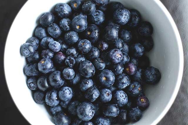 Простой рецепт приготовления компота из голубики на зиму
