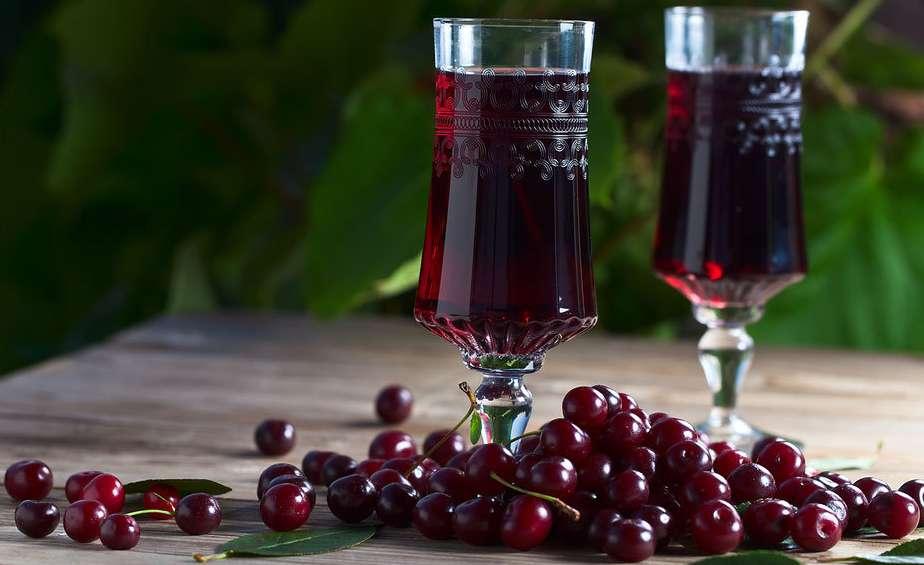 Два лучших рецепта вишневой наливки