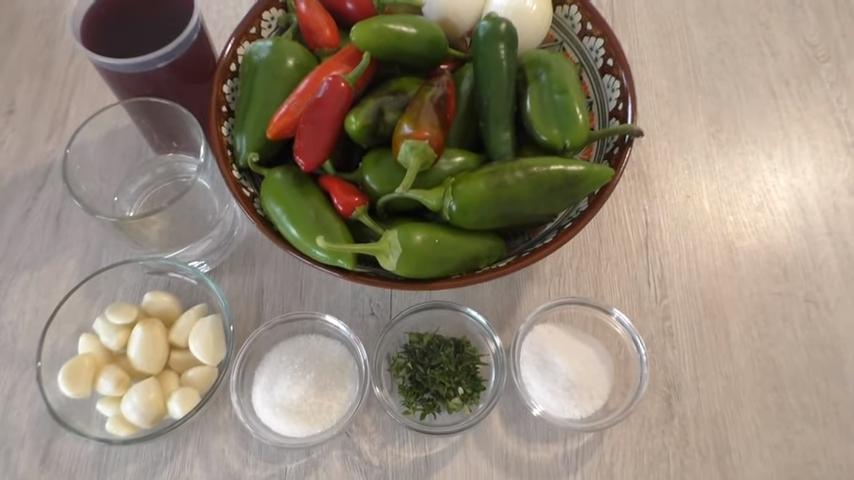 """Маринованный болгарский перец """"пальчики оближешь"""" – 7 рецептов"""