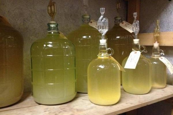 Топ 7 простых рецептов приготовления вина из варенья в домашних условиях