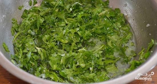 4 пошаговых рецепта приготовления огурцов с петрушкой и чесноком на зиму