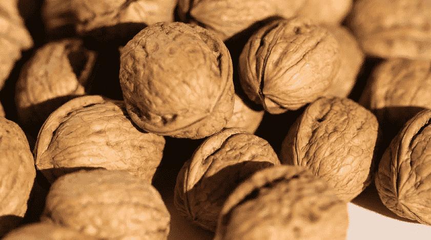 Свойства, польза и вред грецких орехов для женщин. советы по употреблению и рецепты средств