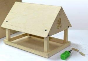 Как сделать кормушку для кур своими руками? плюсы и минусы самодельных конструкций