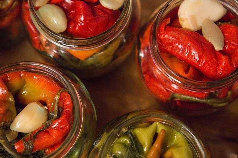 7 простых рецептов заготовки острого красного перца на зиму