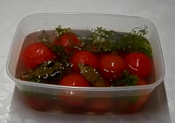 5 лучших рецептов быстрого приготовления помидор, маринованных с чесноком