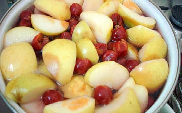 Компот из замороженной вишни — 5 простых рецептов вишневого компота