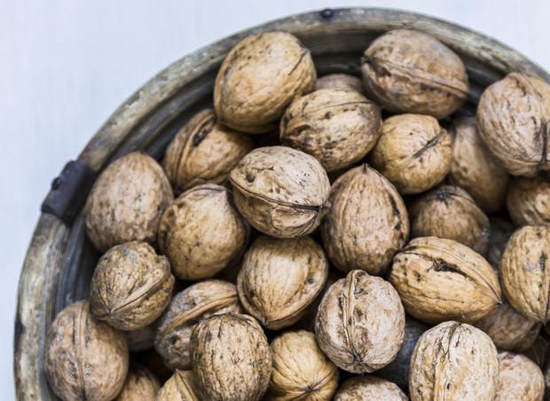 Чем полезны перегородки грецкого ореха, противопоказания