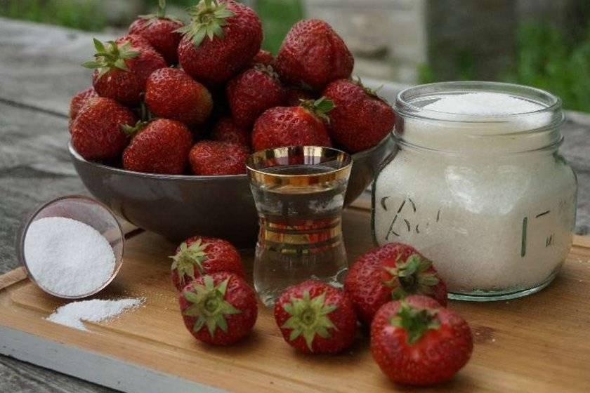 Клубника с сахаром на зиму без варки — 5 лучших рецептов заготовок