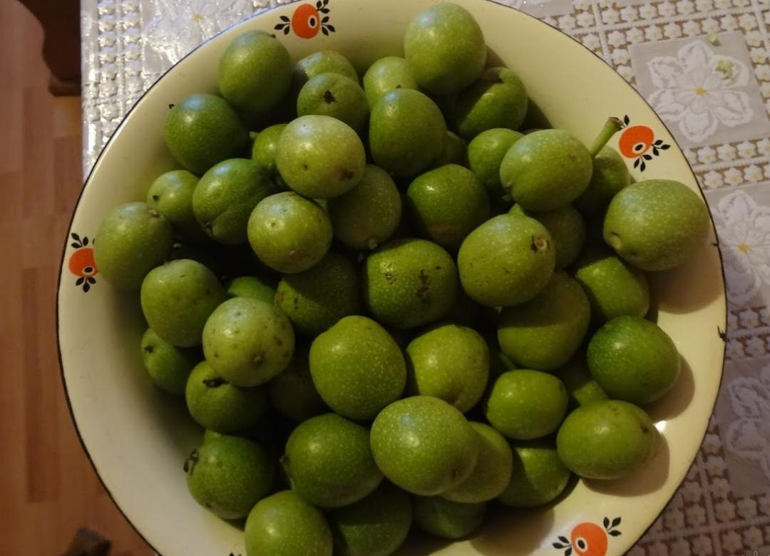 Необычное из привычного: учимся готовить варенье из грецких орехов