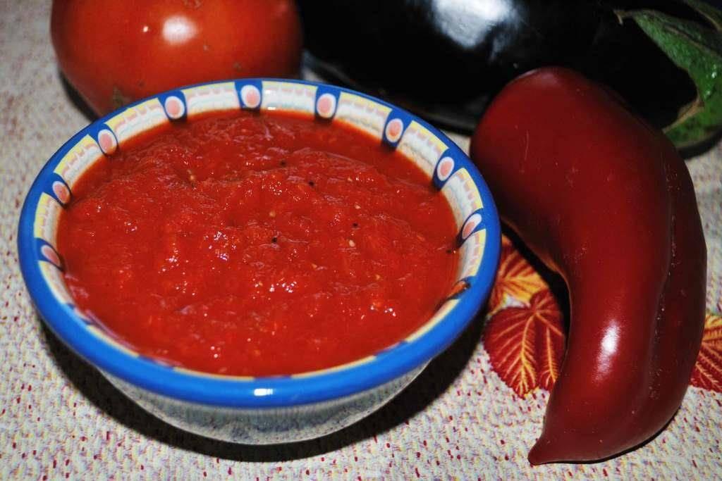 Как правильно готовится лютеница по-болгарски?