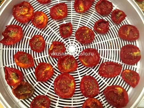 Кухня для гурманов: 4 рецепта вяленых помидоров