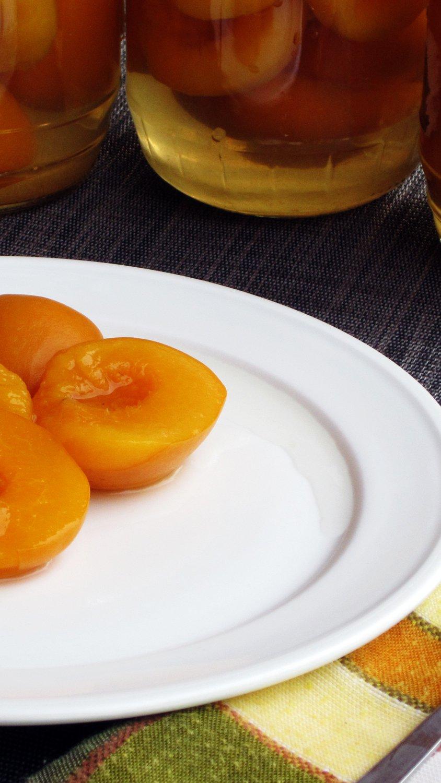 Топ 4 рецепта, как просто замариновать персики в сиропе на зиму