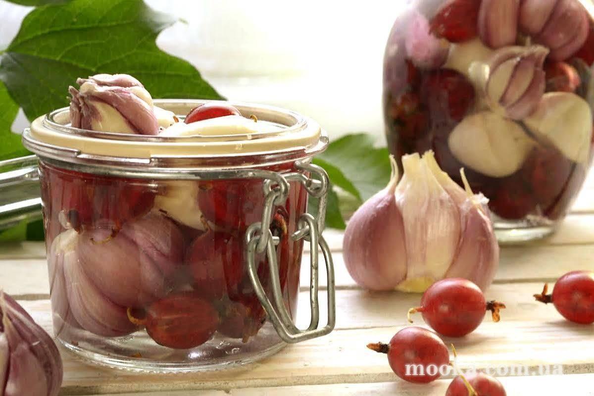 Чесночные стрелки на зиму - 9 домашних вкусных рецептов приготовления