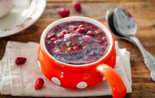 8 рецептов клубничного варенья и секреты, которые сделают десерт идеальным