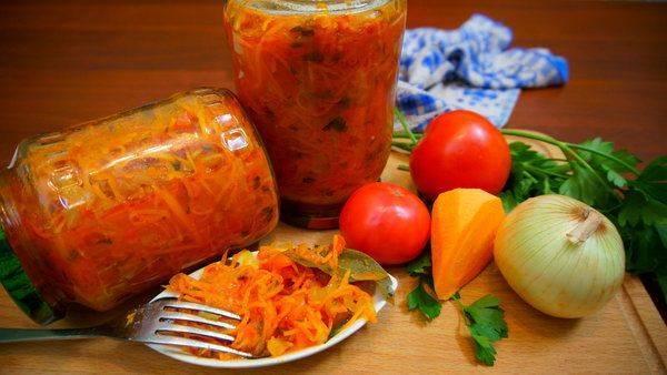 Салат по чешски из помидоров на зиму. помидоры по-чешски с зеленью без стерилизации. помидоры по-чешски без стерилизации