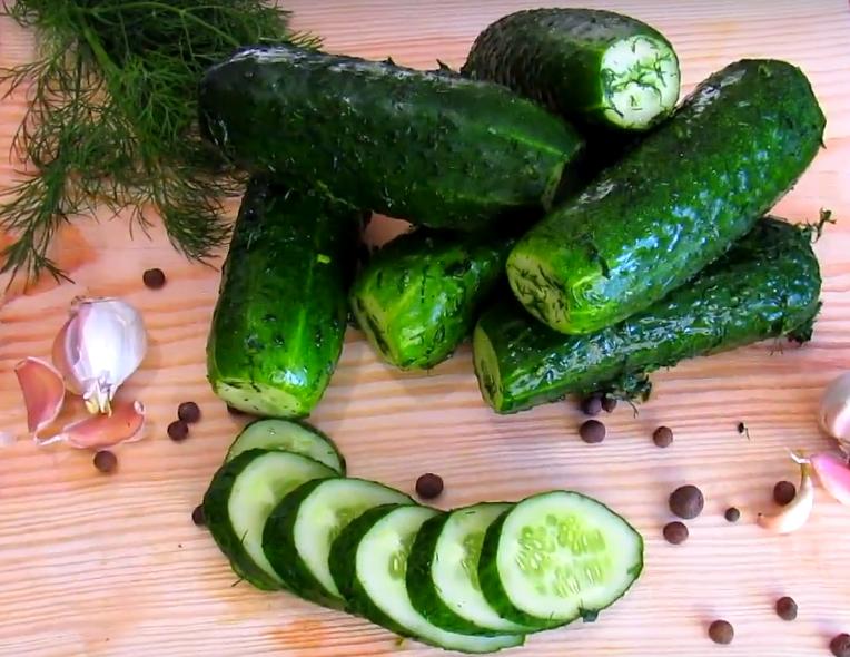 11 рецептов быстрого приготовления острых малосольных огурцов