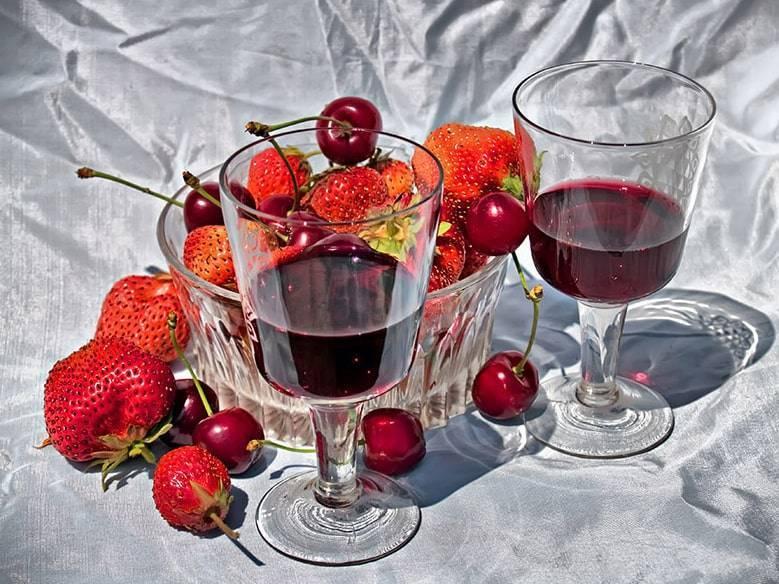 Рецепты самостоятельного приготовления домашнего вина, настоек, наливок, коктейлей из клубники