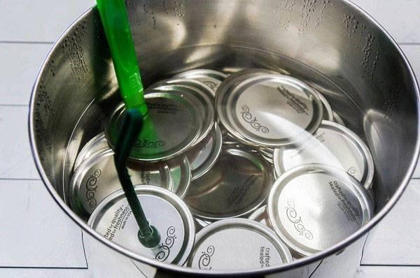 Правила стерилизации банок в кастрюле с водой, советы новичкам