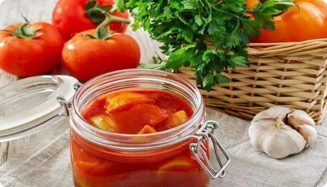 Лечо с чесноком на зиму из перца и помидоров