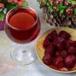 Клубничное вино изысканный вкус дополняет особый аромат