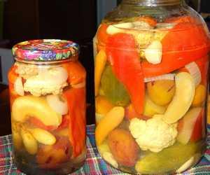 Рецепт вкусного ассорти из огурцов и помидоров на зиму