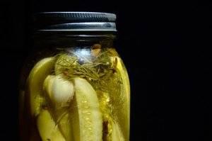Рецепт огурцов на зиму: консервируем быстрым способом