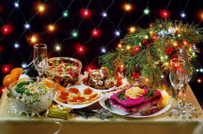 Простые и вкусные рецепты новогодних салатов с фото. топ-10 самых популярных салатов на праздничный стол