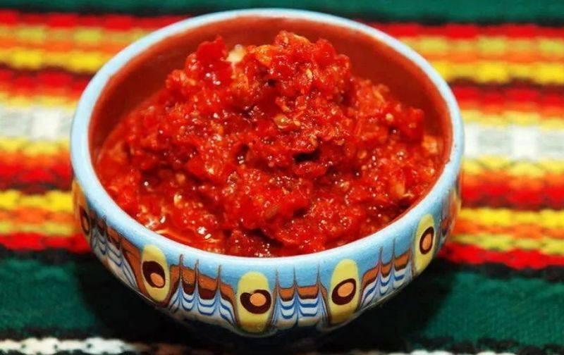 Острая аджика из помидор и чеснока на зиму — лучшие рецепты, пальчики оближешь