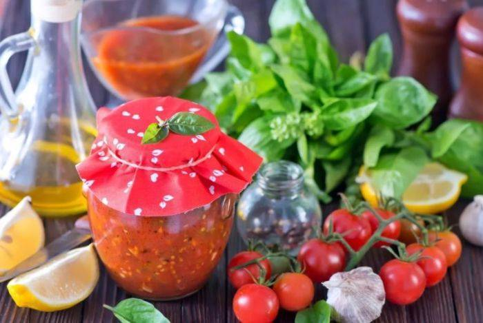 Топ 8 рецептов приготовления аджики из помидор и чеснока без варки на зиму