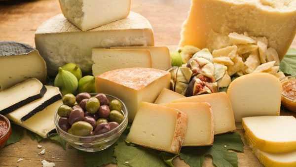 Сыр из натурального козьего молока: сорта, вкусовые сочетания