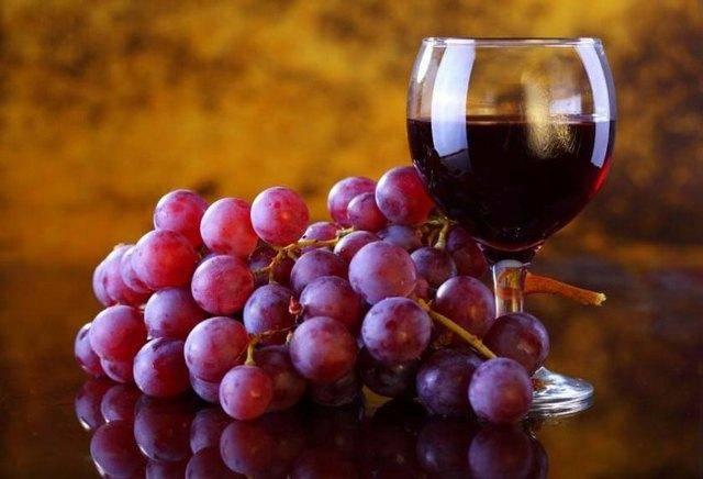 Учимся делать отменное домашнее вино из винограда в домашних условиях