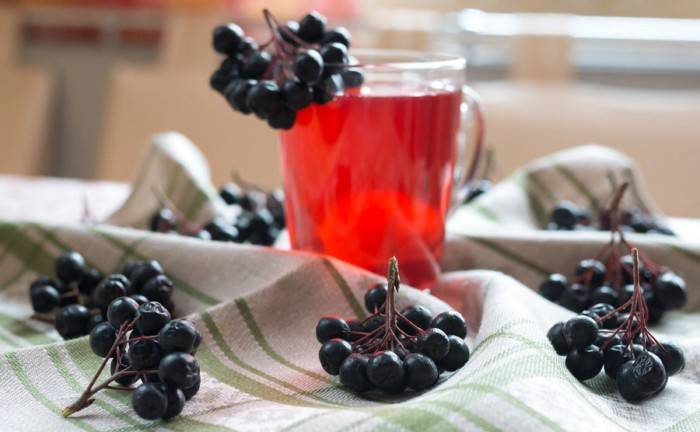 Рецепт компота из черноплодной рябины, яблок и слив