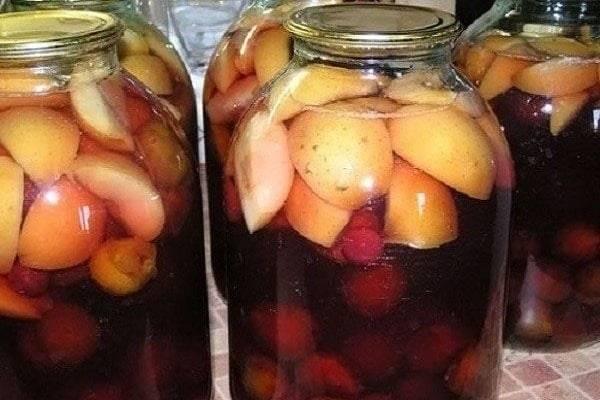 Простой рецепткомпота из яблок и груш на зиму