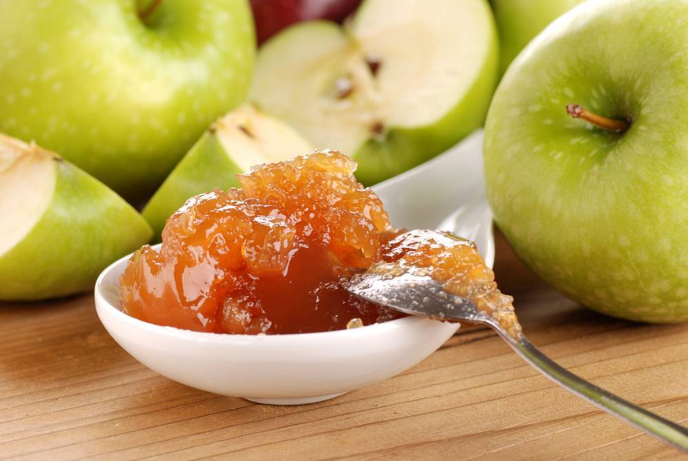 Простой рецепт варенья из слив и яблок на зиму