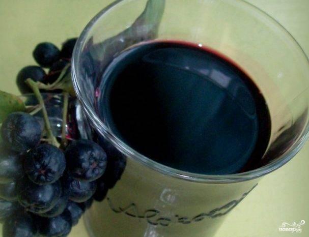 Варенье из черноплодной рябины с вишневым листом