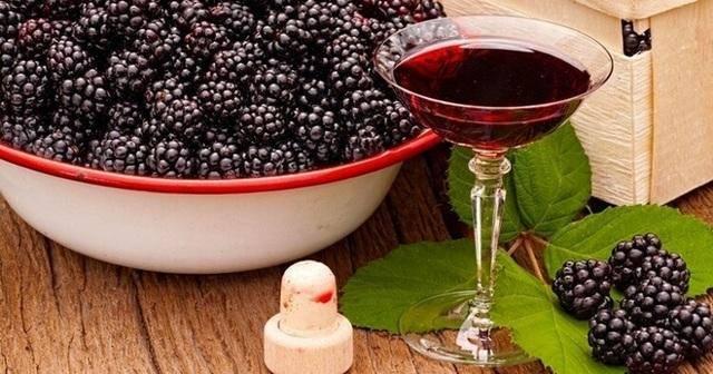 Начинаем с простых рецептов ягодных вин