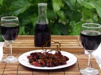6 простых рецептов, как сделать вино из шелковицы в домашних условиях