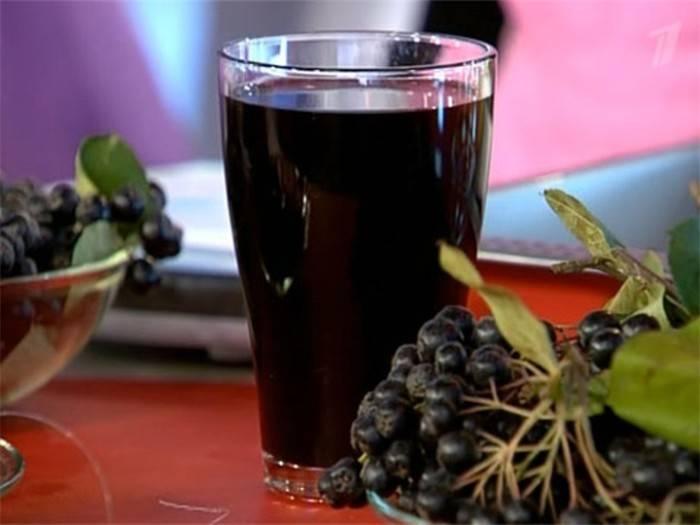 3 вкусных рецепта варенья из черноплодки с вишневыми листьями на зиму