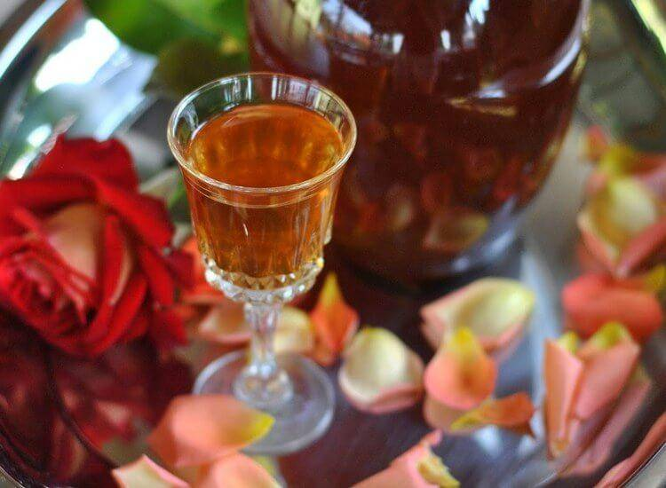 Настойки и ликёры из роз — эфирный экстаз