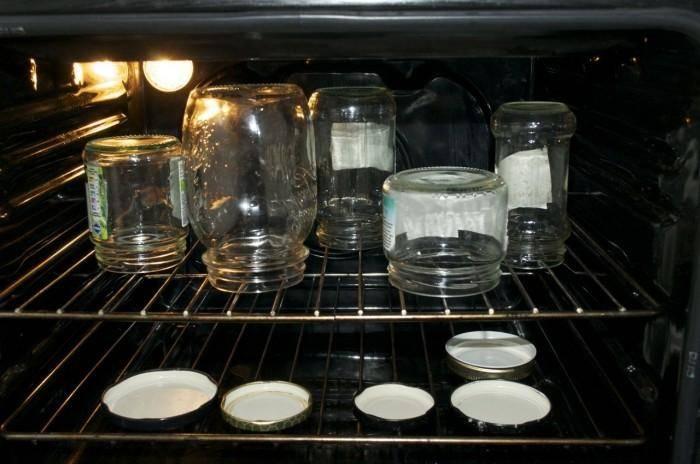 Стерилизация крышек для закатки в кипятке, свч или на пару